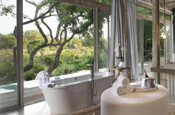 Kapama Karula, bath with a view