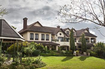Olivers Lodge near White River
