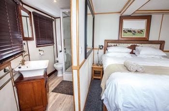 Accommodation - Pangolin Voyager, Chobe Houseboat