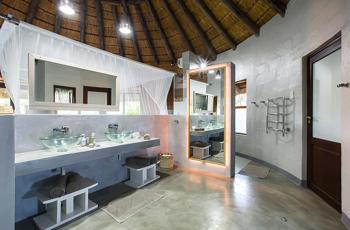 Bathroom, Thonga Beach Lodge